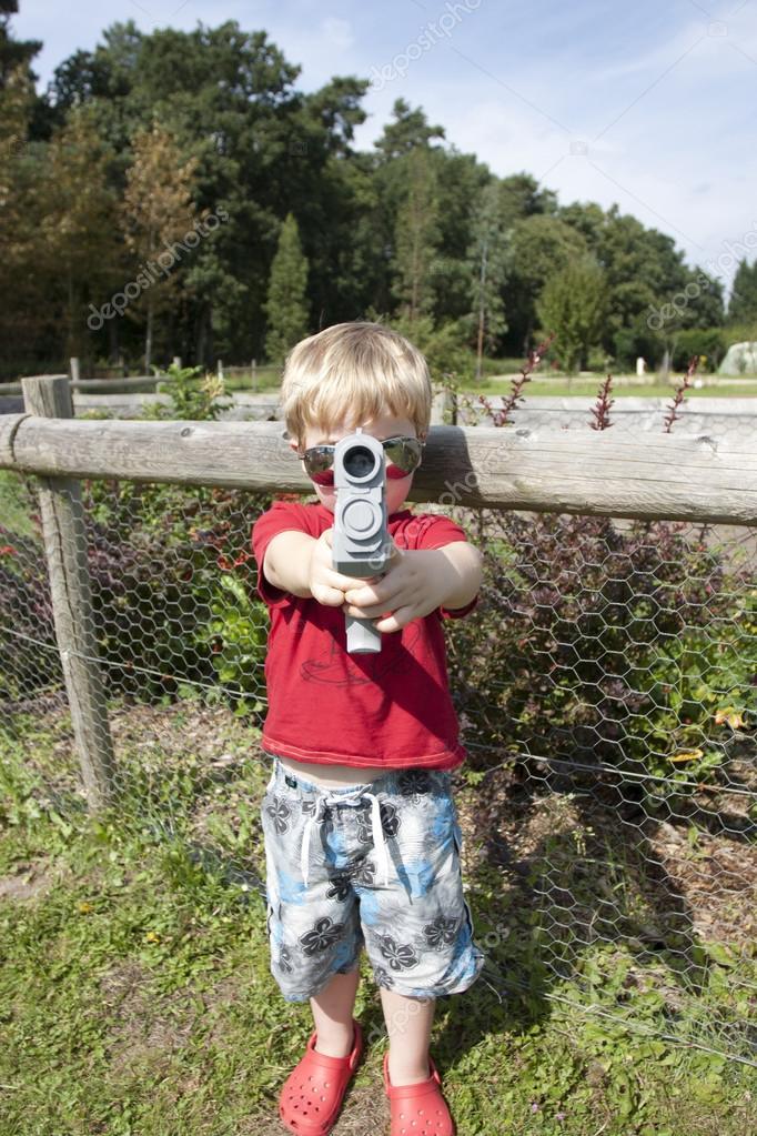 Çocukların Silahla Oynamalarından Korkmalı Mıyız?