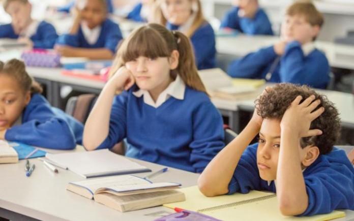 Neden Okullar Ve Ebeveynler Çocukları Sürekli Kapalı Yerlerde Tutuyor?
